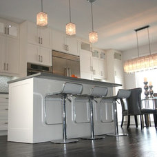 Modern Kitchen by Carmel Kitchens & Custom Cabinetry