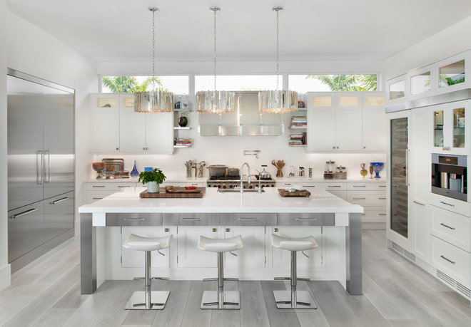 Beach Style Kitchen by MHK Architecture & Planning