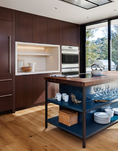 Contemporary Kitchen by Bay Area Custom Homes, Inc.
