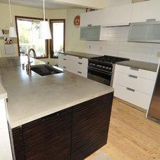 Modern Kitchen by MODE CONCRETE