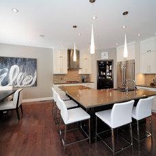Contemporary Kitchen by Kon-strux Developments