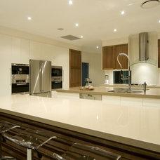 Modern Kitchen by Soul Space