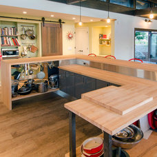Contemporary Kitchen by Ritchie Construction