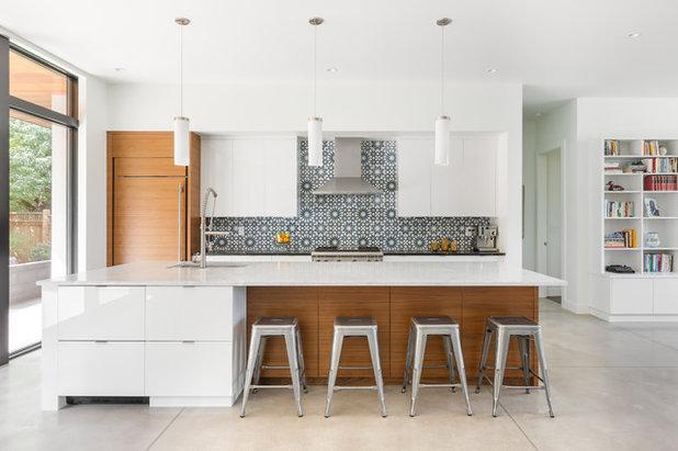 Midcentury Kitchen by Sopher Sparn Architects LLC