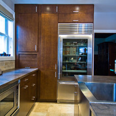 Modern Kitchen by BiglarKinyan Design Planning Inc.
