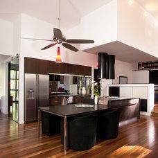 Modern Kitchen by Lee Hardcastle