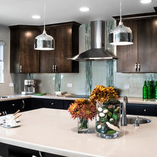 Modern Kitchen by House 2 Home Design & Build