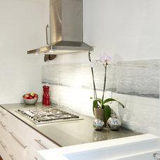 Modern Kitchen by Croma Express Kitchens