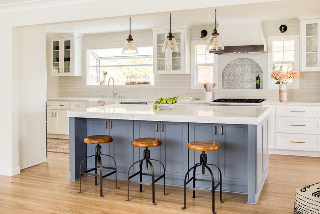Farmhouse Kitchen by Alma Interior Designs- AlmaHome