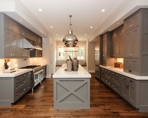 Modern farmhouse kitchen houzz for Farm style kitchen designs