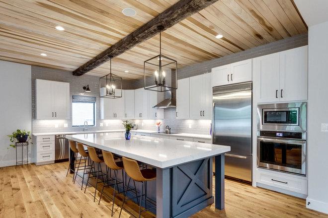Farmhouse Kitchen by Oak View Homes