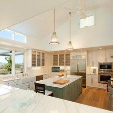 Farmhouse Kitchen by Semmes & Co. Builders, Inc