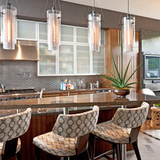 Modern Kitchen by Harte Brownlee & Associates Interior Design