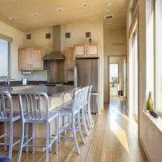 Contemporary Kitchen by ideabox LLC