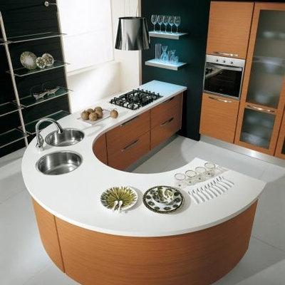 Kitchen - mid-sized modern kitchen idea in New York