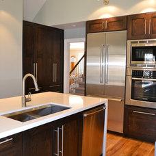 Modern Kitchen by Studio Design Elements