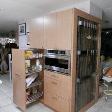 Modern Kitchen by Affirming Kitchen Clarity