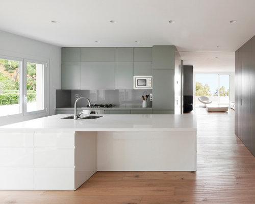 Fotos de cocinas dise os de cocinas modernas de tama o medio for Ver disenos de cocinas integrales