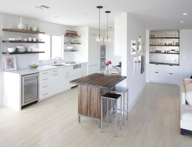 Modern Kitchen by Alabama Sawyer
