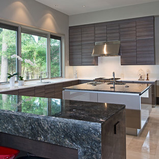 Modern kitchen and bar for new home in Memorial