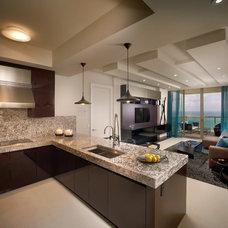 Modern Kitchen by b+g design inc.