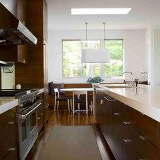 Modern Kitchen by Bernhard Woodwork Ltd.