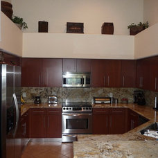 Modern Kitchen by Visions