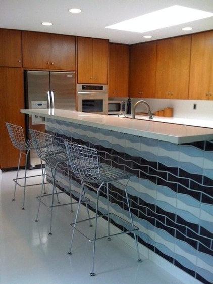 Midcentury Kitchen by Dana Nichols