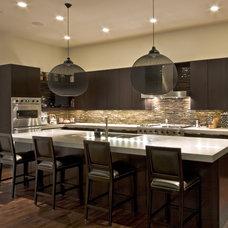 Modern Kitchen by Environs Development