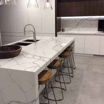 Modern kitchen features Smartstone Statuario Venato
