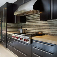 Modern Kitchen by Future Home Builders, Inc.