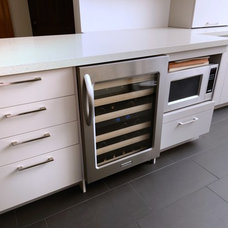 Modern Kitchen by Kitchen Gallery