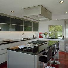 Modern Kitchen by Garret Cord Werner Architects & Interior Designers