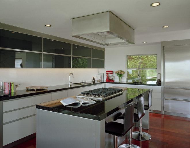 Modern Kitchen by Garret Cord Werner Architects & Interior Designers