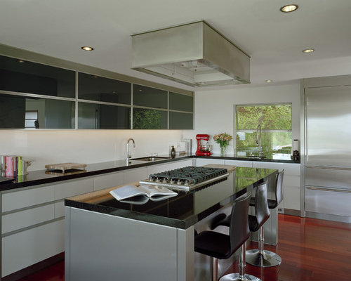 Minimalist Kitchen Photo In Seattle With Stainless Steel Appliances