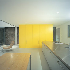 Modern Kitchen by Ian Moore Architects