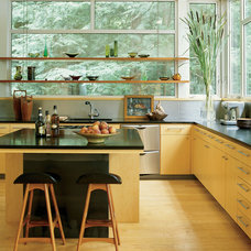 Modern Kitchen by Amy Lau Design