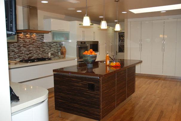 Modern Kitchen by Jen Duchene
