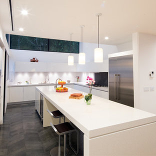 Modern Kitchen in the Modern Canyon Home