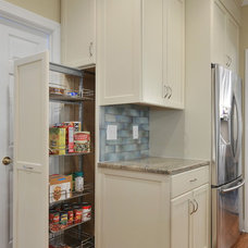 Traditional Kitchen by Innovative Construction Inc.
