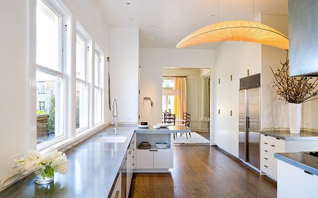 Modern Kitchen by Jennifer Weiss Architecture