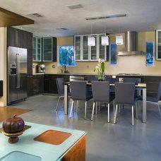 Kitchen by KuDa Photography