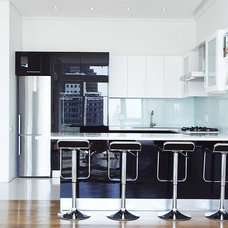Modern Kitchen by Spotlight Kitchens & Interiors