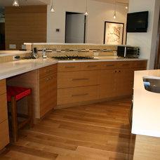 Modern Kitchen by Modern Design Cabinetry