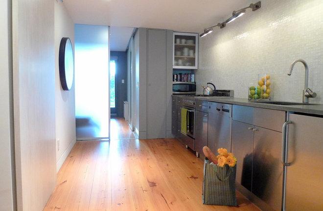 Modern Kitchen by 1 2 1 S T U D i O . C O M