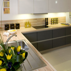 Modern Kitchen by Optimise Design