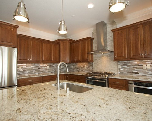 Milwaukee Kitchen Design Ideas Renovations Photos With Metal Splashback