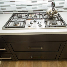 Modern Kitchen by PREFERRED HOME BUILDERS INC