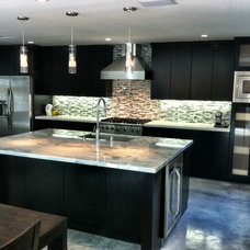 Modern Kitchen by Precise Home Builders