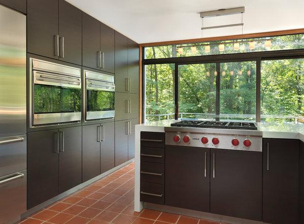 Modern Kitchen by RI Kitchen & Bath